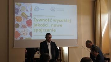 Pan Maciej Bartoń podczas prezentacji